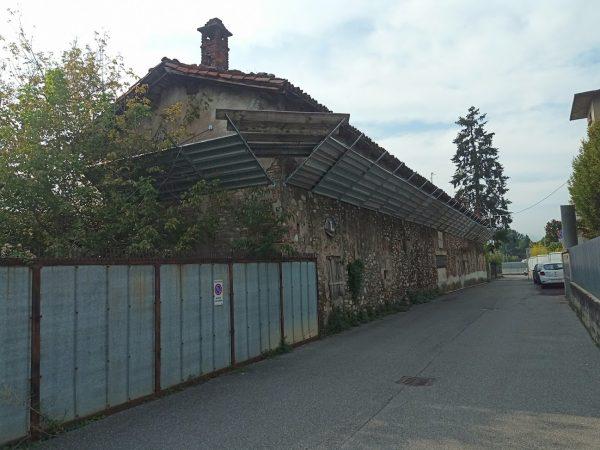 La cascina abbandonata che verrà ristrutturata per ospitare le funzioni di Hub for Kids